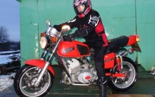 Фото Мотоцикл Планета иж 5 возле гаража