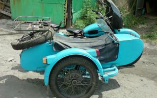 Мотоцикл Урал в кургане