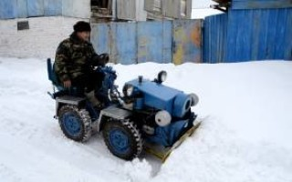 Чистка снега Мотоциклом днепр