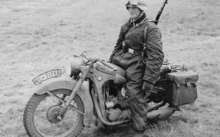 Мотоцикл BMW r 23 на фронте