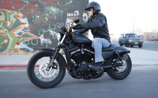 Harley Davidson xl883n iron